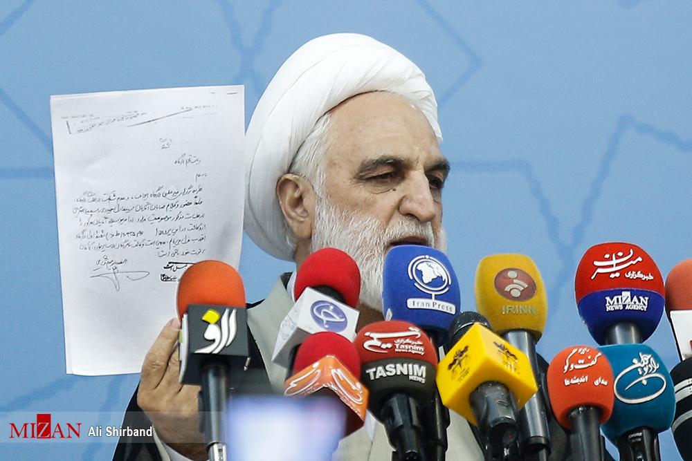 احمدی نژاد: اگر مَردند اسناد عزل وکلای مشایی را منتشر کنند