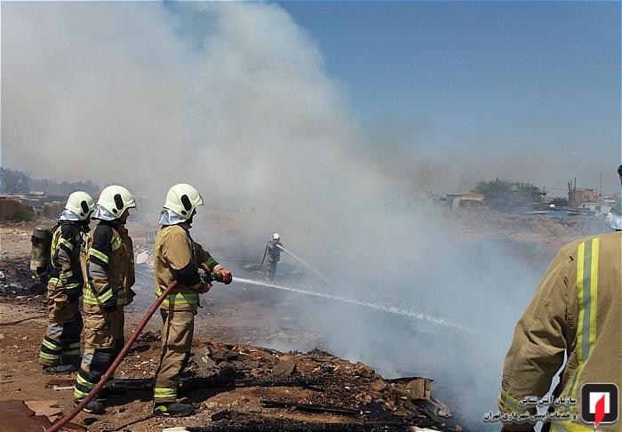 مهار آتش سوزی انبار 4 هزار متری ضایعات آهن در خلازیل + عکس
