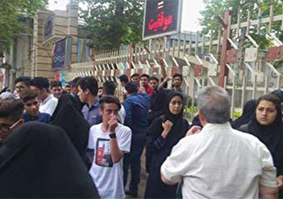 باشگاه خبرنگاران -تجمع در اعتراض به انتقال یک دبیرستان