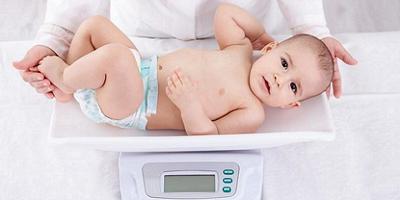 افزایش سریع وزن در دوران نوزادی که میتواند فاکتور خطرزایی در ابتلا به چاقی در دوران کودکی باشد