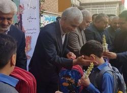 هدیه عجیب شهردار تهران به دانش آموزان +عکس