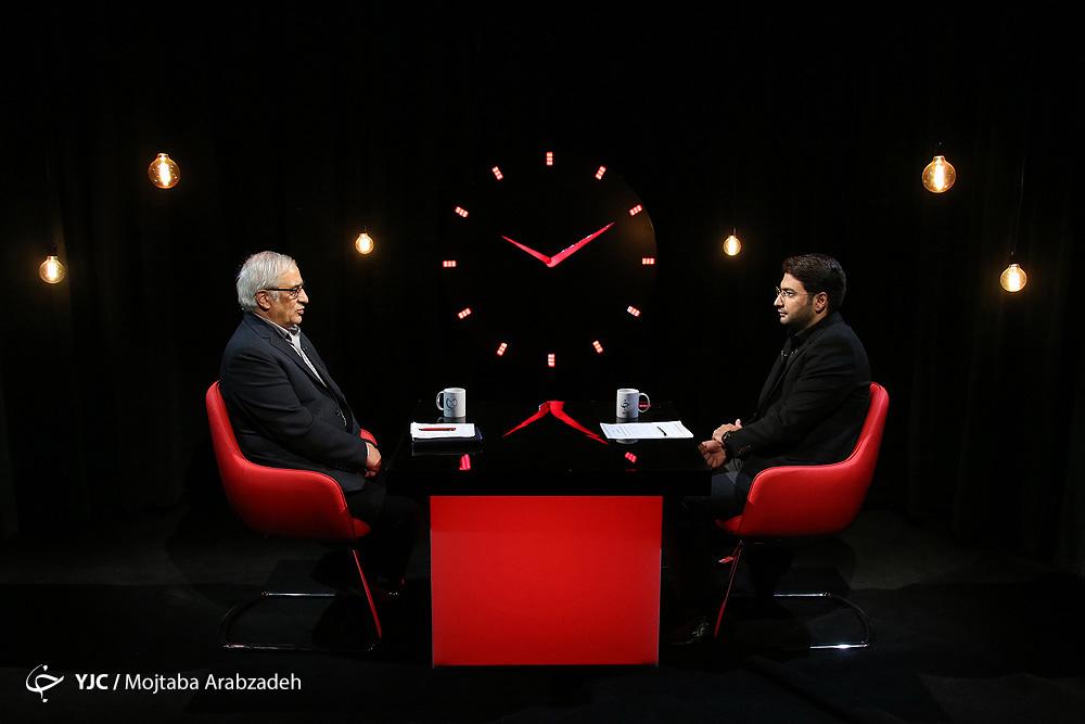 عقربه شفافیت روی «10:10 دقیقه» مظاهری: آقای روحانی این همه به شما گفتند چرا گوش نکردید؟/ 21 فروردین روز شوم نرخ ارز بود/ رئیس بانک مرکزی برای حفظ اتاق باید حرف گوش کند/ اگر منع دولت نباشد بانک مرکزی امروز هم راهحل دارد