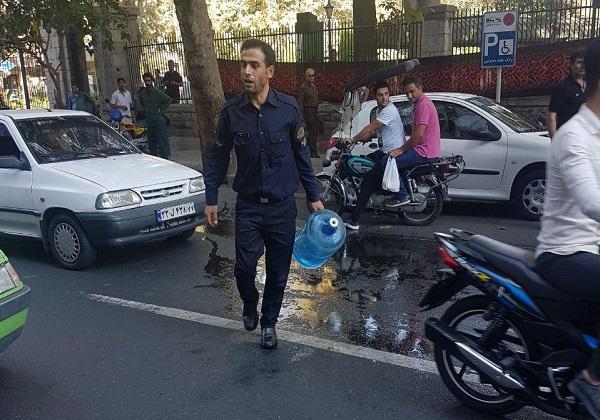 دومین خودسوزی در مقابل شهرداری تهران ناکام ماند