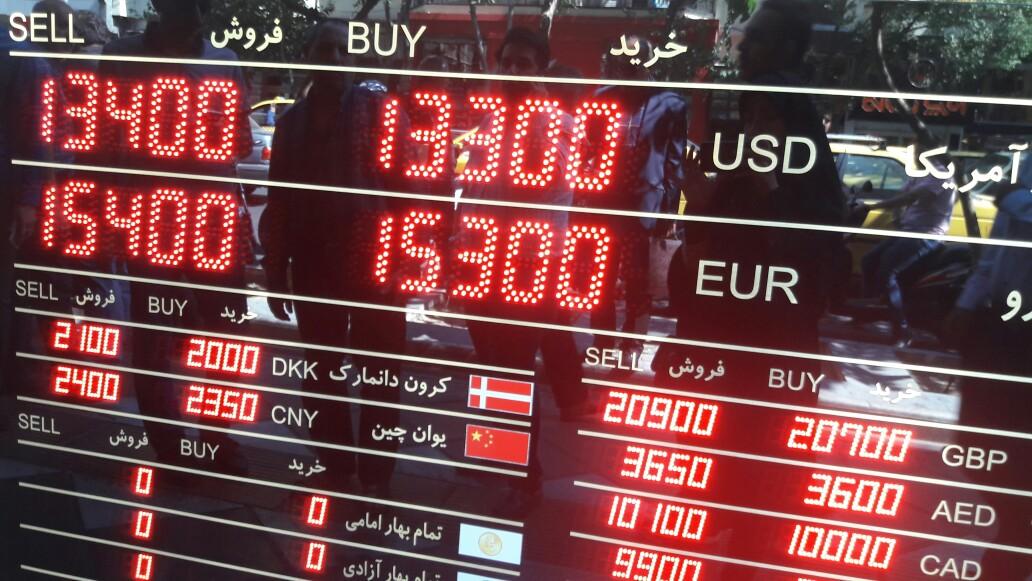 ریزش نرخ ارز ادامه دارد/ قیمت خرید دلار از مردم ۱۱ هزار تومان