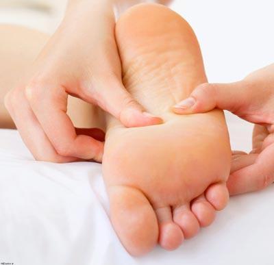 علت صافی کف پا چیست؟ + علائم