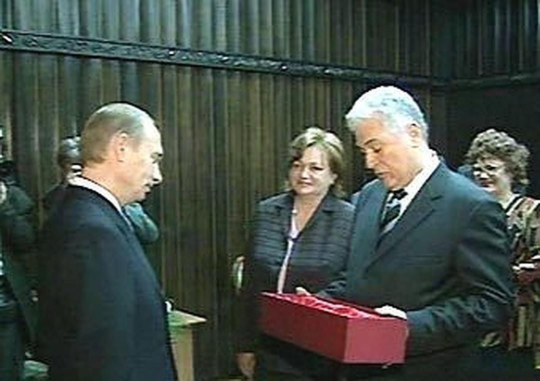 از شمشیر تا ببر هدایایی که پوتین به مناسبت تولدش دریافت کرد+تصاویر