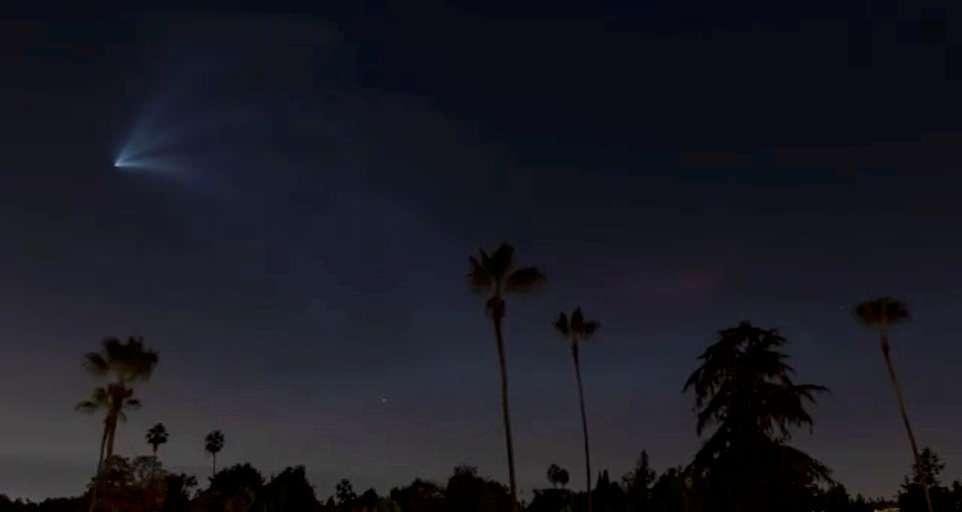 تصاویری هیجانانگیز از پرتاب موشک در آسمان شب