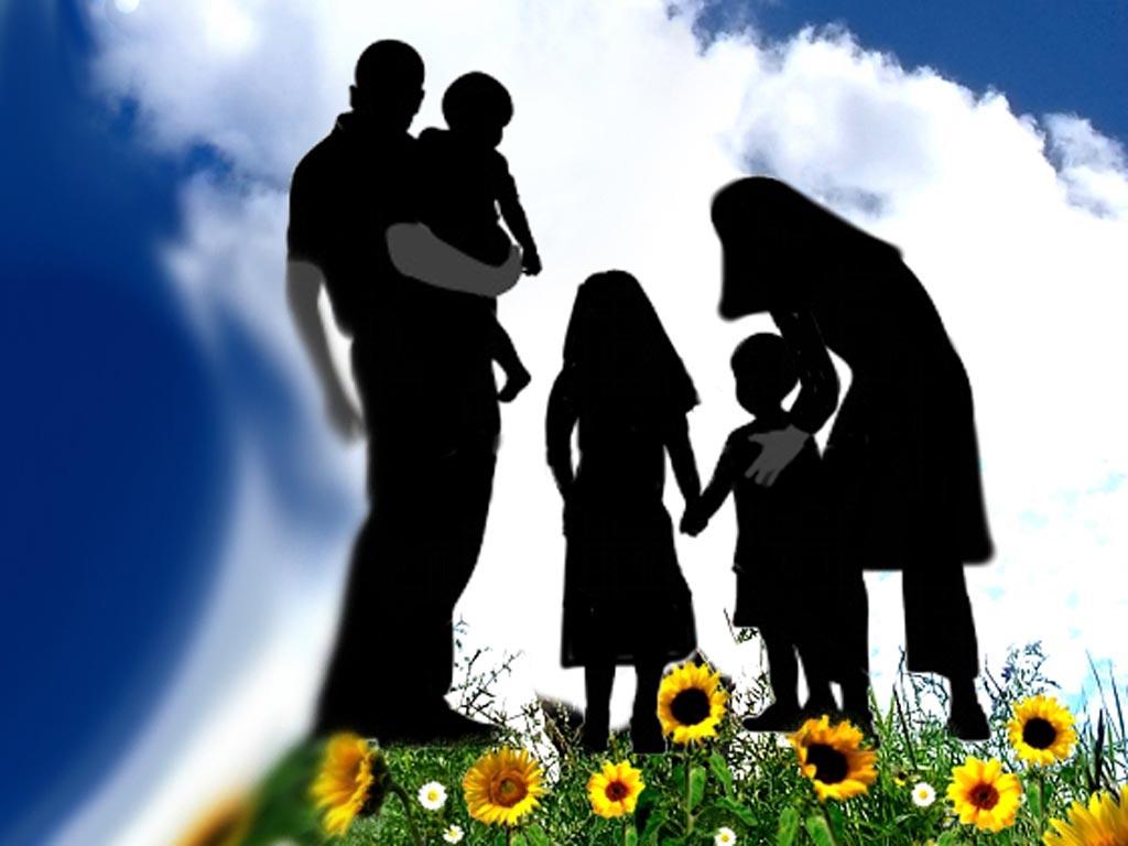 والدین پایه های اصلی تربیت فرزندان