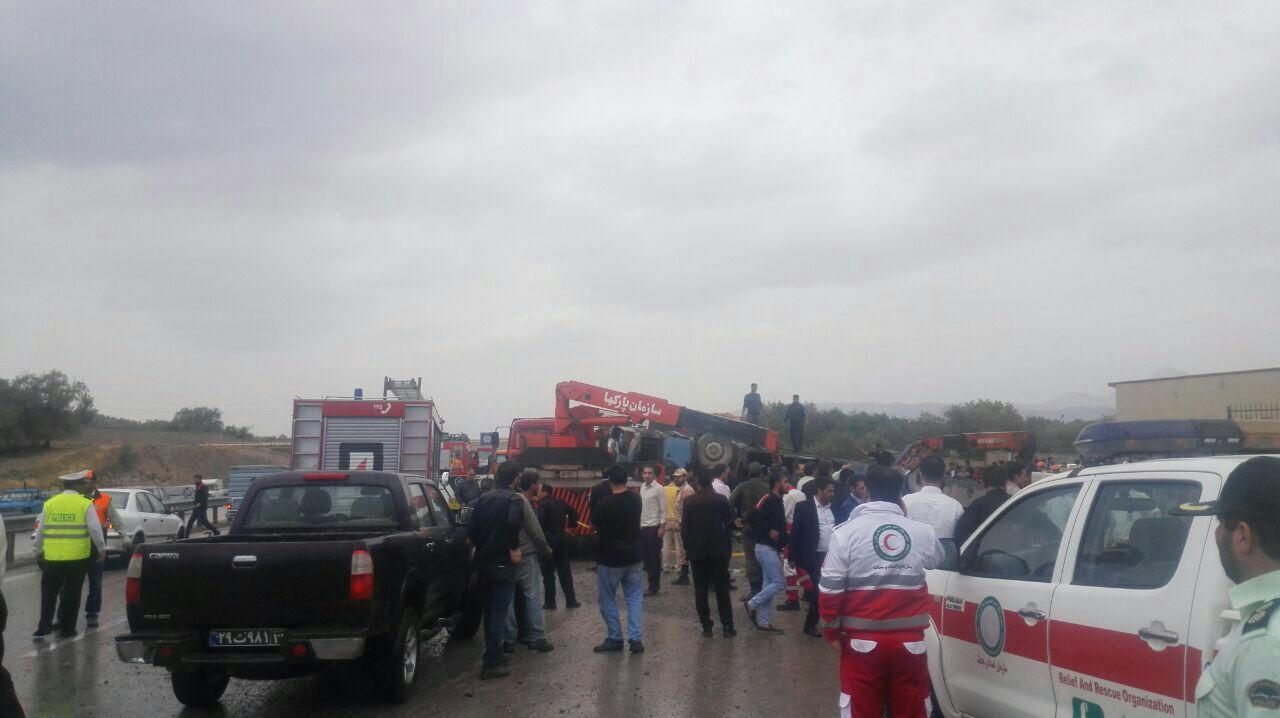 واژگونی اتوبوس حامل دانشآموزان تبریزی/۲ نفر کشته شدند + عکس