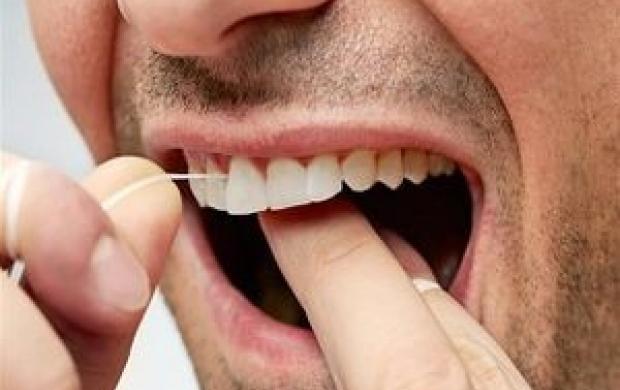 چرا باید از نخ دندان استفاده کنیم؟