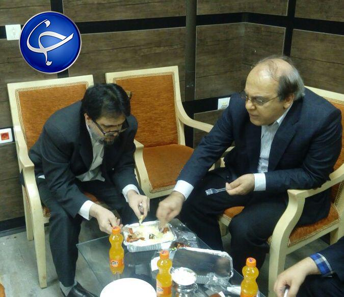 شام خوردن دو چهره مخالف سیاسی در یک ظرف! +عکس