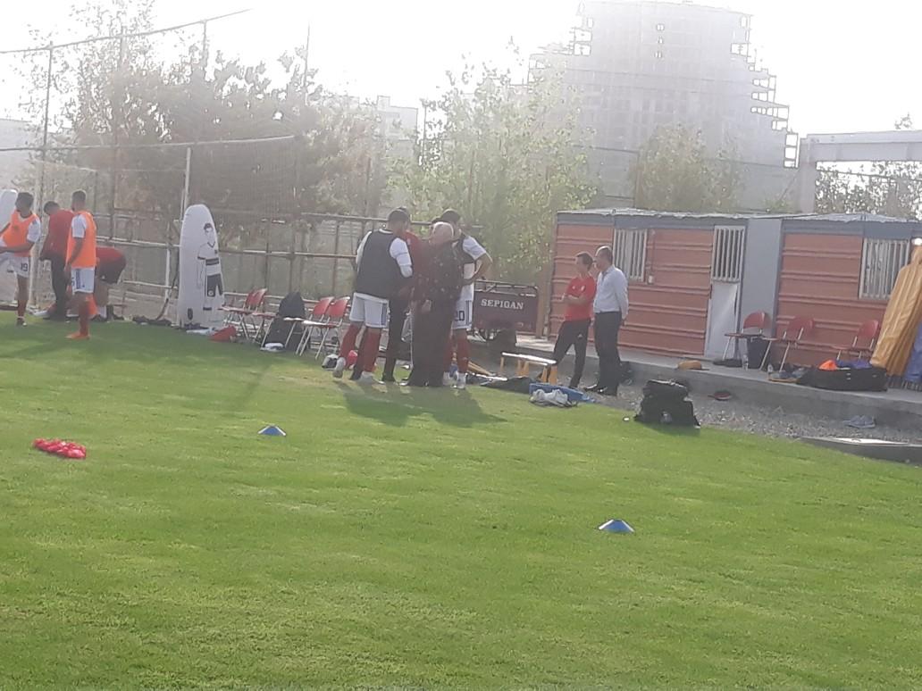 تمرین شاگردان کی روش در غیاب پورعلی گنجی/ حسین لطفی میهمان تمرین تیم ملی