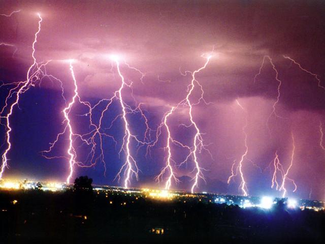 برای در امان ماندن از طوفان و رعد و برق چه مواردی را باید رعایت کرد؟