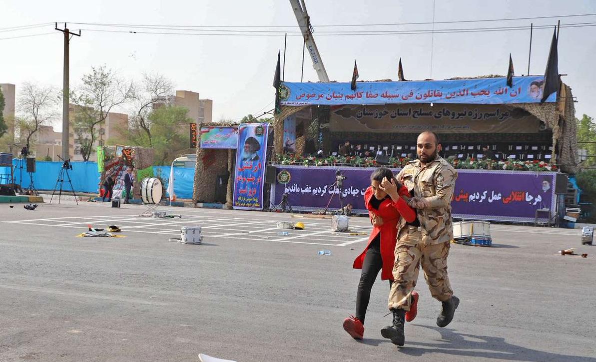 فرمانده نزاجا از افسران و سرباز شجاع در حادثه تروریستی اهواز تقدیر کرد