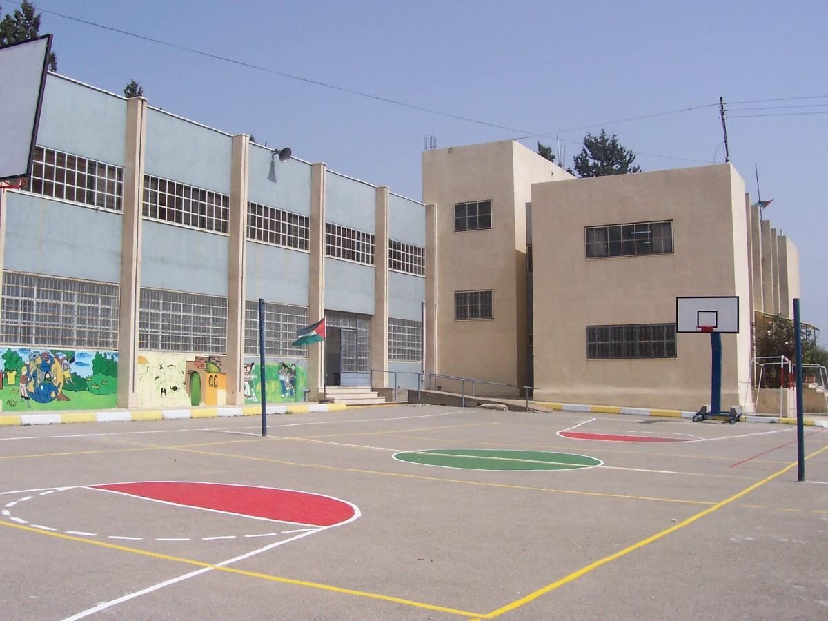 آوار دیوار فقر بر سر دانشآموزان / سرانجام مدارس نا ایمن چه میشود؟