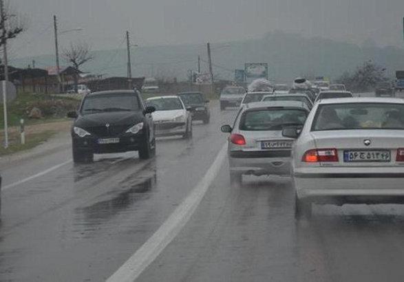 ترافیک در آزادراه قزوین-کرج سنگین است/ بارش باران در محورهای استان گیلان