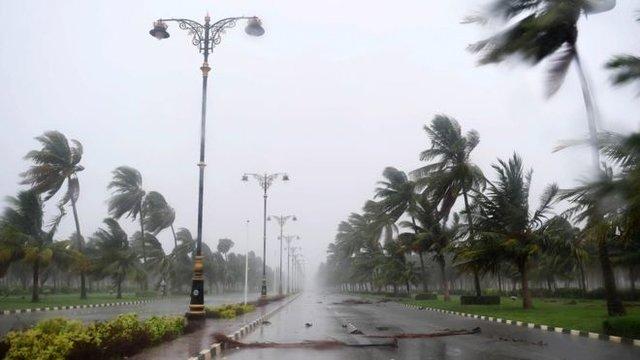 مدارس جنوب عمان به علت طوفان تعطیل شد