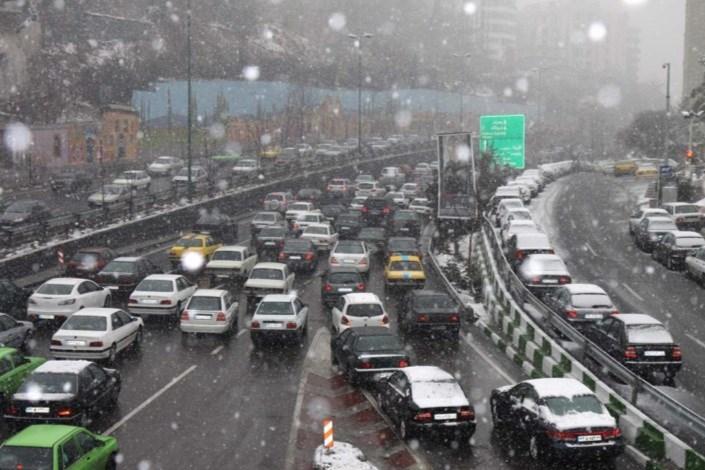 ترافیک نیمه سنگین در محور آمل_ تهران/ بارش باران در اکثر محورهای گیلان و زنجان