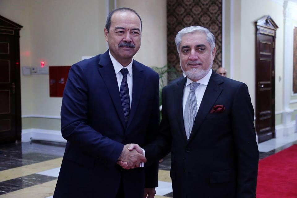 دیدار عبدالله عبدالله و نخست وزیر ازبکستان در حاشیه اجلاس شانگهای
