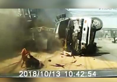 برخورد وحشتناک دو کامیون و مصدومیت شدید یک راننده، ارمغان سرعت غیرمجاز + فیلم