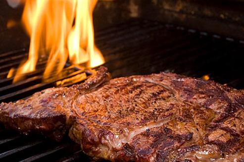 مصرف مداوم گوشت کباب شده صرف نظر از این که گوشت قرمز باشد یا ماهی، فشار خون شما را بالا میبرد