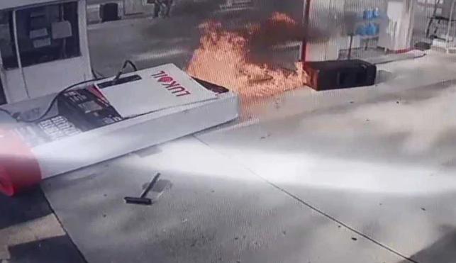 بی احتیاطی راننده پمپ بنزین را به آتش کشید! + فیلم