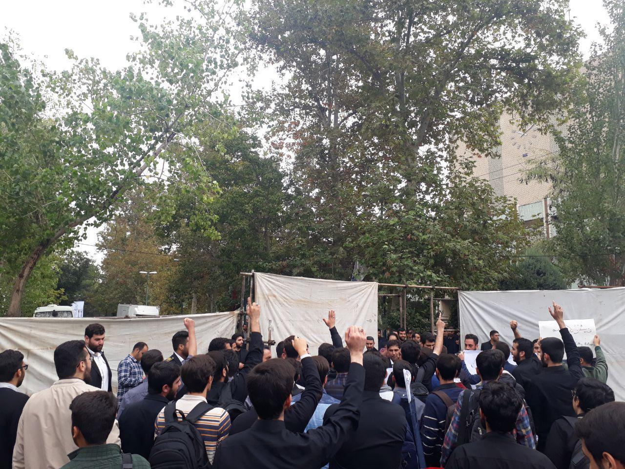 مراسمی به اسم دانشجویان اما به کام مسئولان/ جای خالی حمایتهای آقای وزیر از دانشجویان