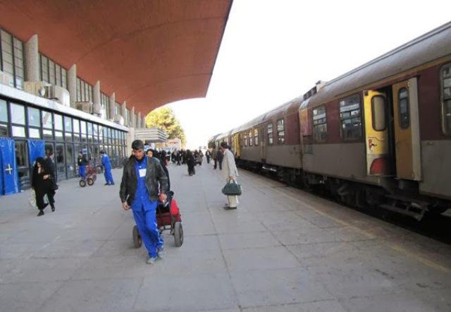 ناخشنودی مردم از فروش بلیط قطار های اربعین/ آیا یک رام قطار برای مسافران اربعین کافیست؟