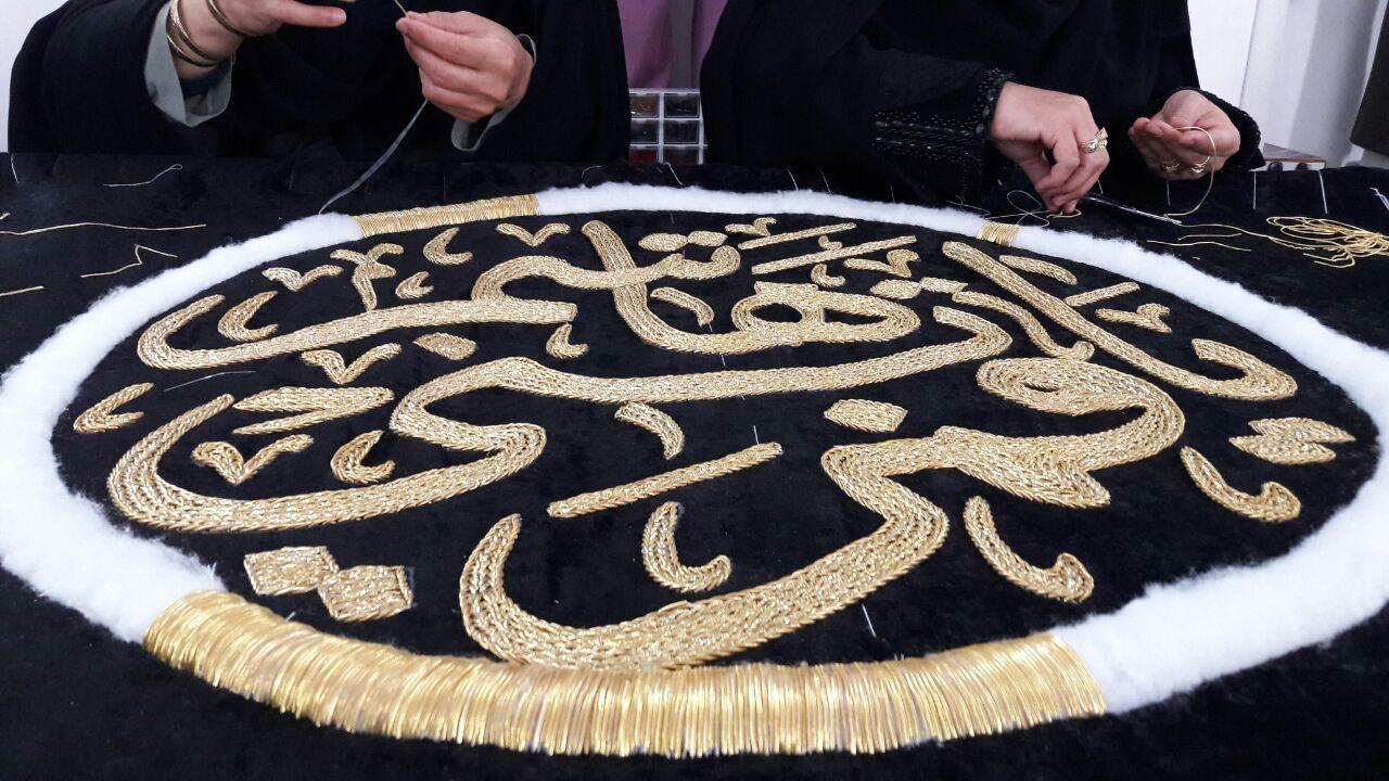 پردههای مشکی و سبز ۱۱ درب حرم حضرت ابوالفضل (ع) دوخته شد+ تصاویر