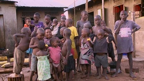سرگذشت غم انگیز زن 40 سالهای که تاکنون 44 بچه به دنیا آورده! +عکس