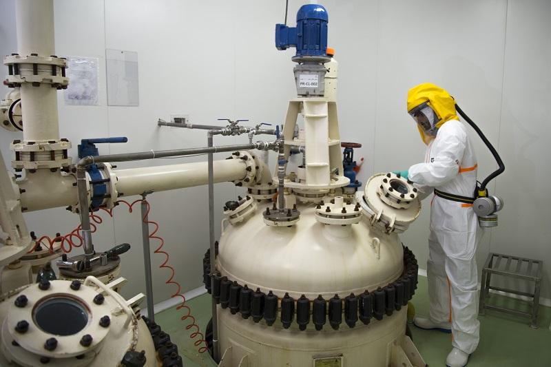 ایران از معدود کشورهای تولیدکننده ماده اولیه داروهای ضد سرطان در دنیا/ صنعت دارو چشم انتظار ارز دولتی برای واردات ماشین آلات