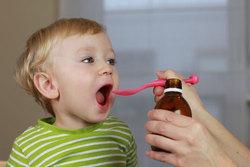 داروهای ضد سرفه و درمان سرماخوردگی که کودکان نباید به آنها لب بزنند + اسامی