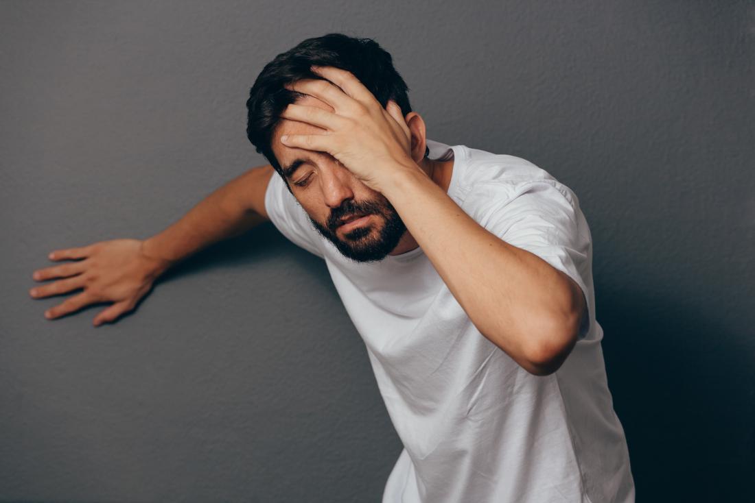 علت و راههای خلاصی از سرگیجههای هنگام بلند شدن