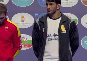 لحظه اهدای مدال برنز به حسن یزدانی در مسابقات کشتی قهرمانی جهان +فیلم