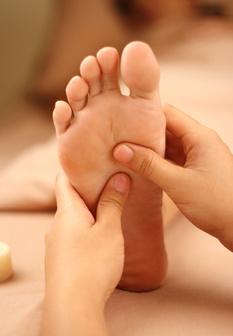 علت گرم شدن کف پاها چیست؟