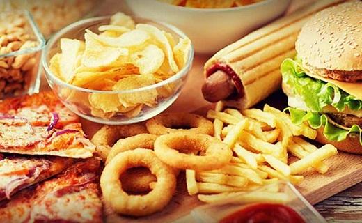 مبتلایان به رفلاکس معده دور چه خوراکیهایی را باید خط بکشند؟ / بایدها و نبایدهای تغذیهای برای اشخاص دچار رفلاکس معده/ چگونه با مصرف مواد غذایی رفلاکس معده را مهار کنیم؟