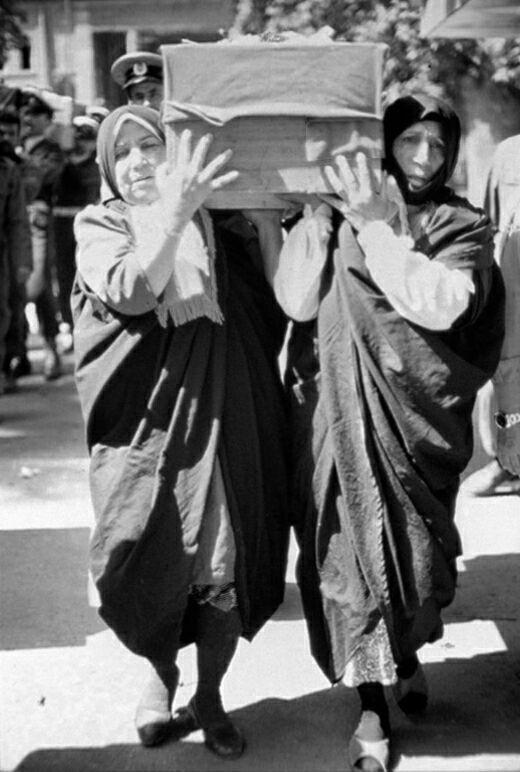 خاطرات ناب یک عکاس از لحظه های بکر دفاع مقدس/عکاسی از آخرین نماز رزمندگان تا غذای کپک زده در محاصره دشمن