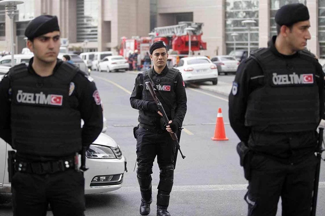 باشگاه خبرنگاران -حمله یک زندانی فراری به عابران در استانبول ۹ زخمی بر جای گذاشت