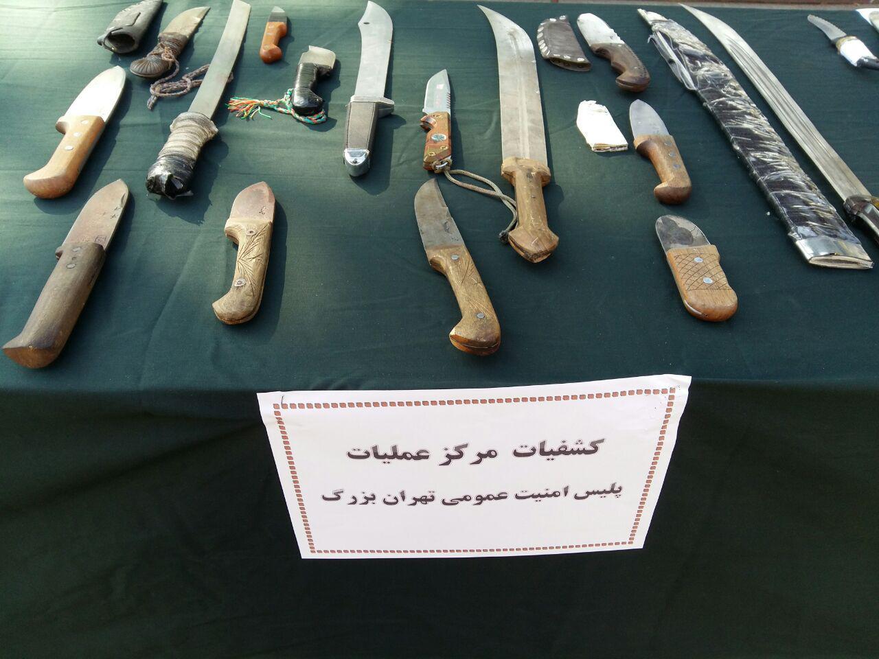 دستگیری ۲۴۰ نفر از اراذل و اوباش تهران به همراه سلاح گرم/ جمع آوری ۳۳۳ هزار جلد کتاب غیرمجاز