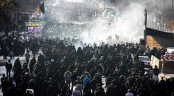 فیلمی از خادم امام حسین (ع) که زوار اربعین را تحت تاثیر قرار داد