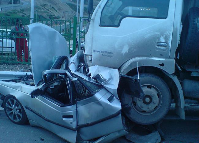 ۱۴ کشته و مصدوم در تصادف تریلی و یک دستگاه خودرو