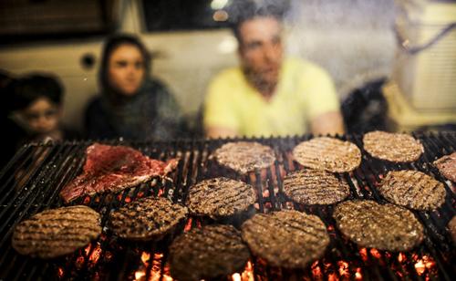 غذاهای خیابانی که در تهران و سایر کشورها مشتریهای همیشگی خودشان را دارند!