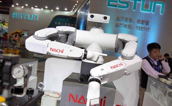 رباتهایی با عملکرد متفاوت در نمایشگاه چین+فیلم