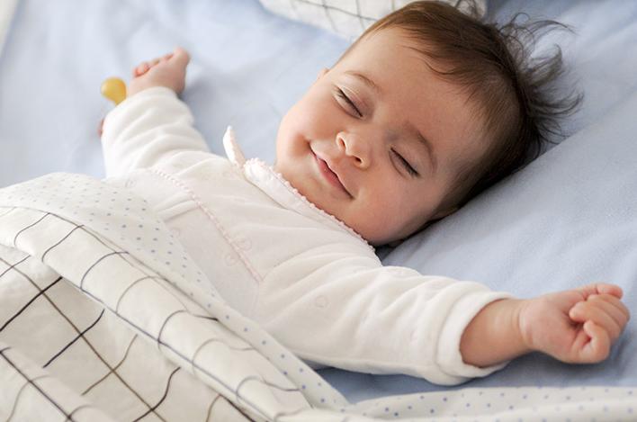 لبخند نوزاد تازه متولد شده نشانه چیست؟