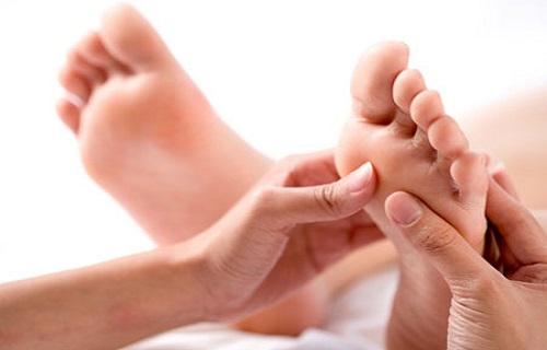 علت بروز قوز قرنیه چیست؟/جای جوشهایتان را با این روغن از بین ببرید/خوراکی لذیذ که منبع ویتامین K  است/برای از بین بردن سندرم پیش از قائدگی پاهایتان را ماساژ دهید