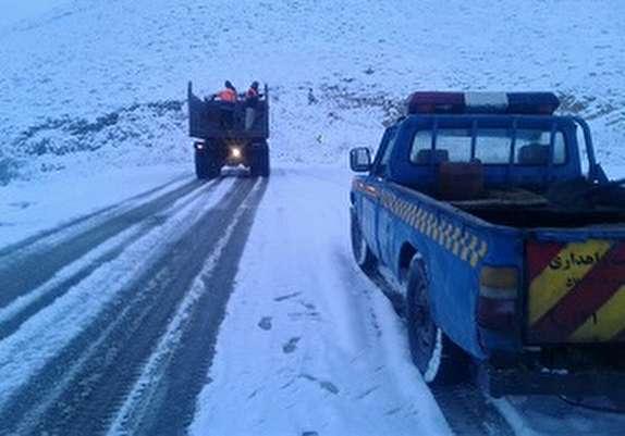 باشگاه خبرنگاران - امداد رسانی به ۷خودرو در جاده اشنویه به مرگور