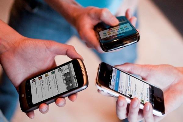 قیمت گوشی تلفن همراه کاهش می یابد؟