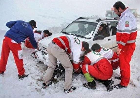 باشگاه خبرنگاران - گیر افتادن ۷۰ خودرو درجاده چالدران_خوی براثر بارش برف