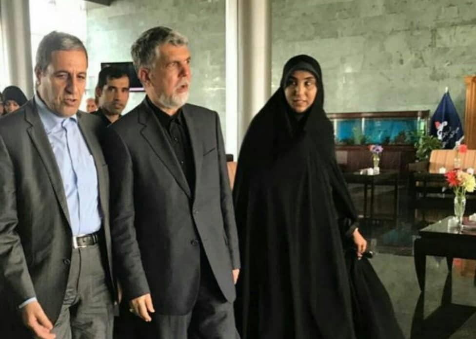 وزیر ارشاد وارد فرودگاه عسلویه شد