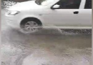 مشکلات یکی از خیابانهای کوهدشت پس از بارندگی + فیلم
